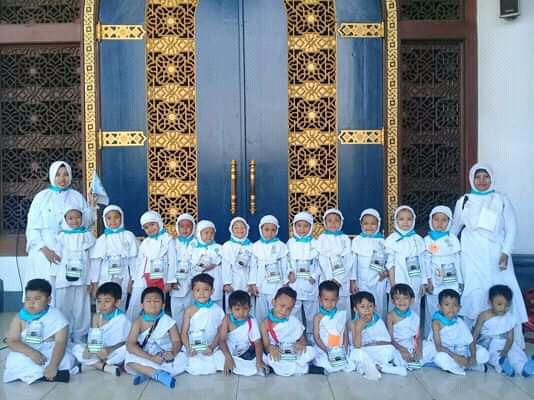 siswa tk aisyiyah 5 Siswa TK Aisyiyah Bakung Belajar Ibadah